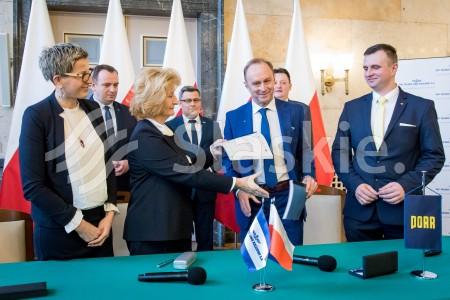 Podpisanie umowy na modernizacje linii kolejowych na terenie Gornoslaskiego Okregu Przemyslowego