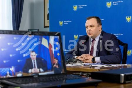 konsultacje spoleczne projektu Umowy Partnerstwa z udzialem marszalka woj. slaskiego Jakuba Chelstowskiego.