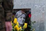 Kwiaty i znicze na grobie marszalek Senatu Krystyny Bochenek w rocznice katastrofy smolenskiej.