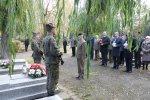 W przededniu Wszystkich Swietych czlonkowie Marszalek Woj. Slaskiego z?ozyl kwiaty i zapalil znicze na grobach osob zasluzonych.
